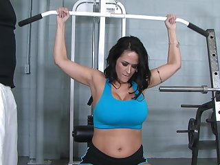 Brunette babe Carmella Bing with gigantic jugs is a cumshot addict
