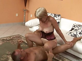 Mature is in heat in steamy oral action with hot guy
