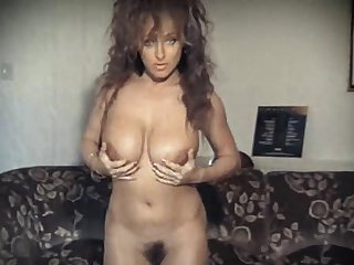 VOULEZ VOUS? - British big boobs strip dance