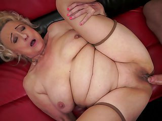 Mature has some time to get some pleasure with dude's snake in her mouth